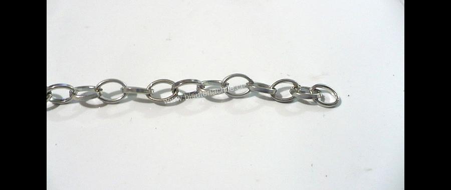 Cadena plateada eslabón de 7 mm de largo por 4 mm de ancho