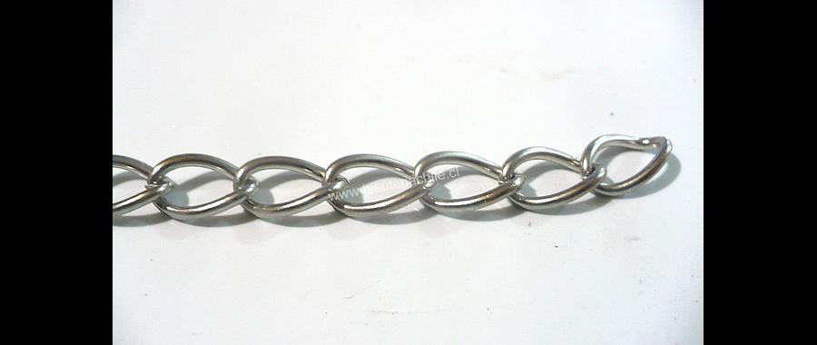 Cadena plateada eslabón de 11 mm de largo por 8 mm de ancho