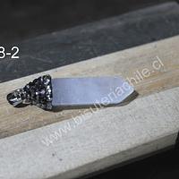 Dije de cuarzo cristal, con base de strass, 34 mm de largo x 9 mm de ancho, por unidad