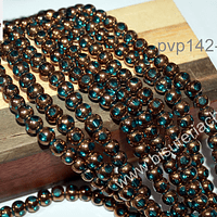 Perla de cobre con aplicaciones de vidrio color celeste , 6 mm de diámetro, tira de 52 perlas aprox.