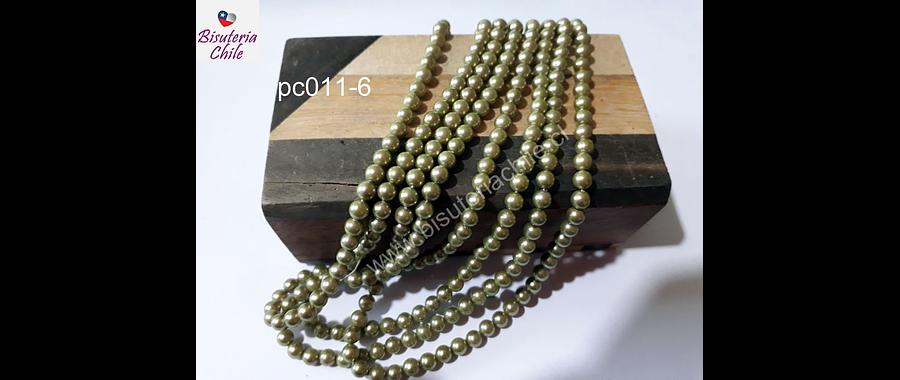 Perla checa, 4 mm, en tono verde, tira de 90 perlas