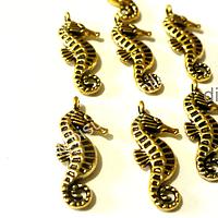 Dije dorado en forma de caballito de mar, 17 mm de largo por 9 mm de ancho, set de 7 unidades