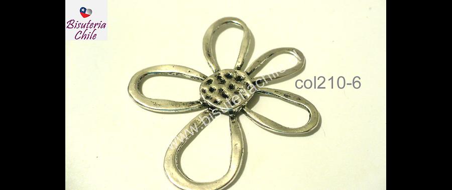 Colgante plateado en forma de flor, 57 mm de largo por 52 mm de ancho, por unidad