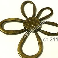 Colgante envejecido en forma de flor, 57 mm de largo por 52 mm de ancho, por unidad
