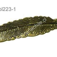 Colgante pluma dorado, 48 mm de largo por 12 mm de ancho, por unidad