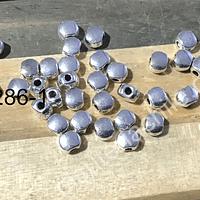 Separador plateado, 5 x 4 mm, agujero de 1 mm, set de 36