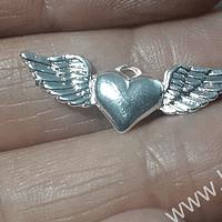 Colgante corazón detente con alas baño de plata, 28 x 11 mm, por unidad