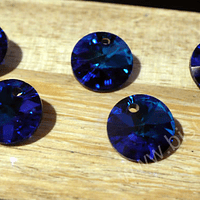 Cristal 1era calidad, tipo rivolí color azul, con orificio superior, 8 mm de diámetro, set de 6 unidades