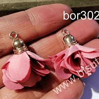 Borla flor rosada base dorada, 24 mm de largo, por par