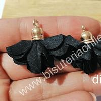 Borla flor negra base dorado, 24 mm de largo, por par