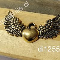 Colgante dorado corazón detente con alas, 43 x 25 mm, por unidad