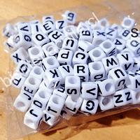 Separador letras, 6 x 6 mm, agujero de 3 mm, set de 25 grs. (150 letras aprox)