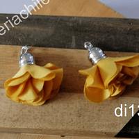 Borla flor amarilo mostaza, base plateado, 24 mm de largo, por par