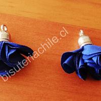 Borla flor azul, base plateado, 24 mm de largo, por par