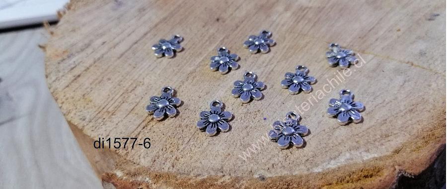 Dije plateado en forma de flor, 10 mm, set de 10 unidades