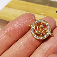 Dije zirconita corona con strass en color dorado, 20 x 16 mm, por unidad