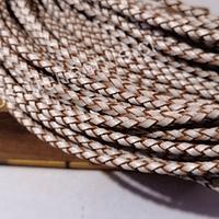 Cuero trenzado de 3 mm, en color blanco, por metro
