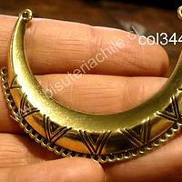 Base de collar dorado, 61 mm de ancho, 15 mm de 44 de alto y 15 mm de grosor, por unidad