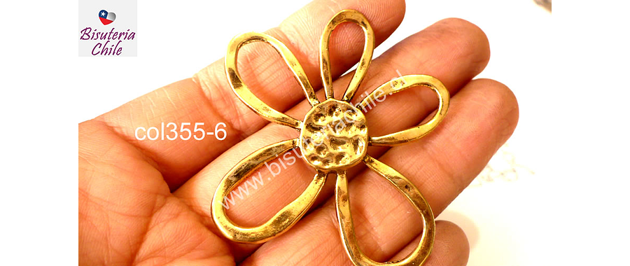Colgante dorado en forma de flor, 57 mm de largo por 52 mm de ancho, por unidad