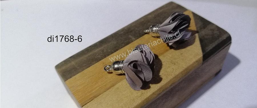 Borla flor gris, base plateado, 24 mm de largo, por par