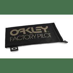 Estuche de microfibra Oakley Factory Pilot Black/Gold