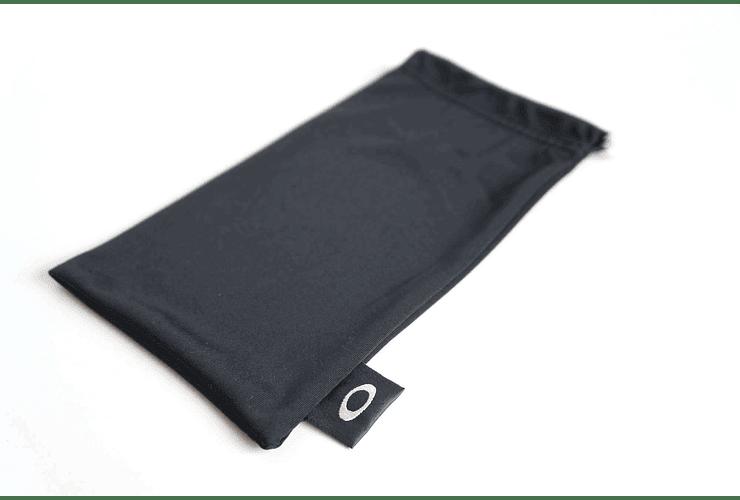 Estuche de almacenamiento y limpieza Oakley color Negro cod. 06-587 - Image 2