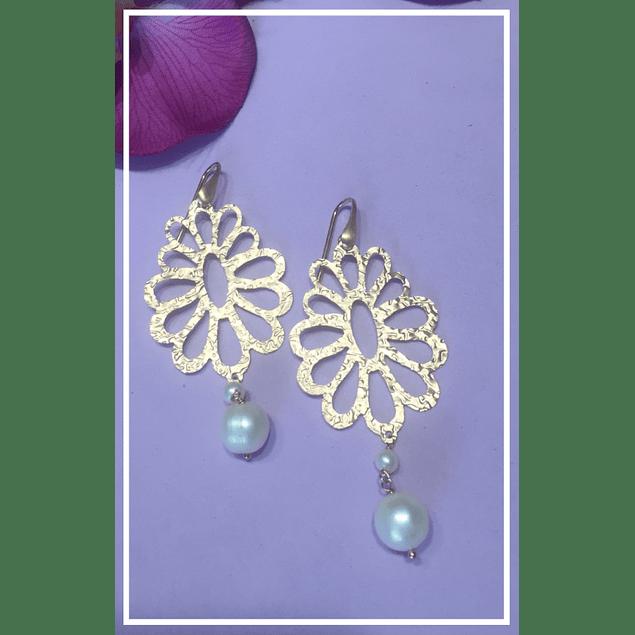 Aros flor con perla celeste