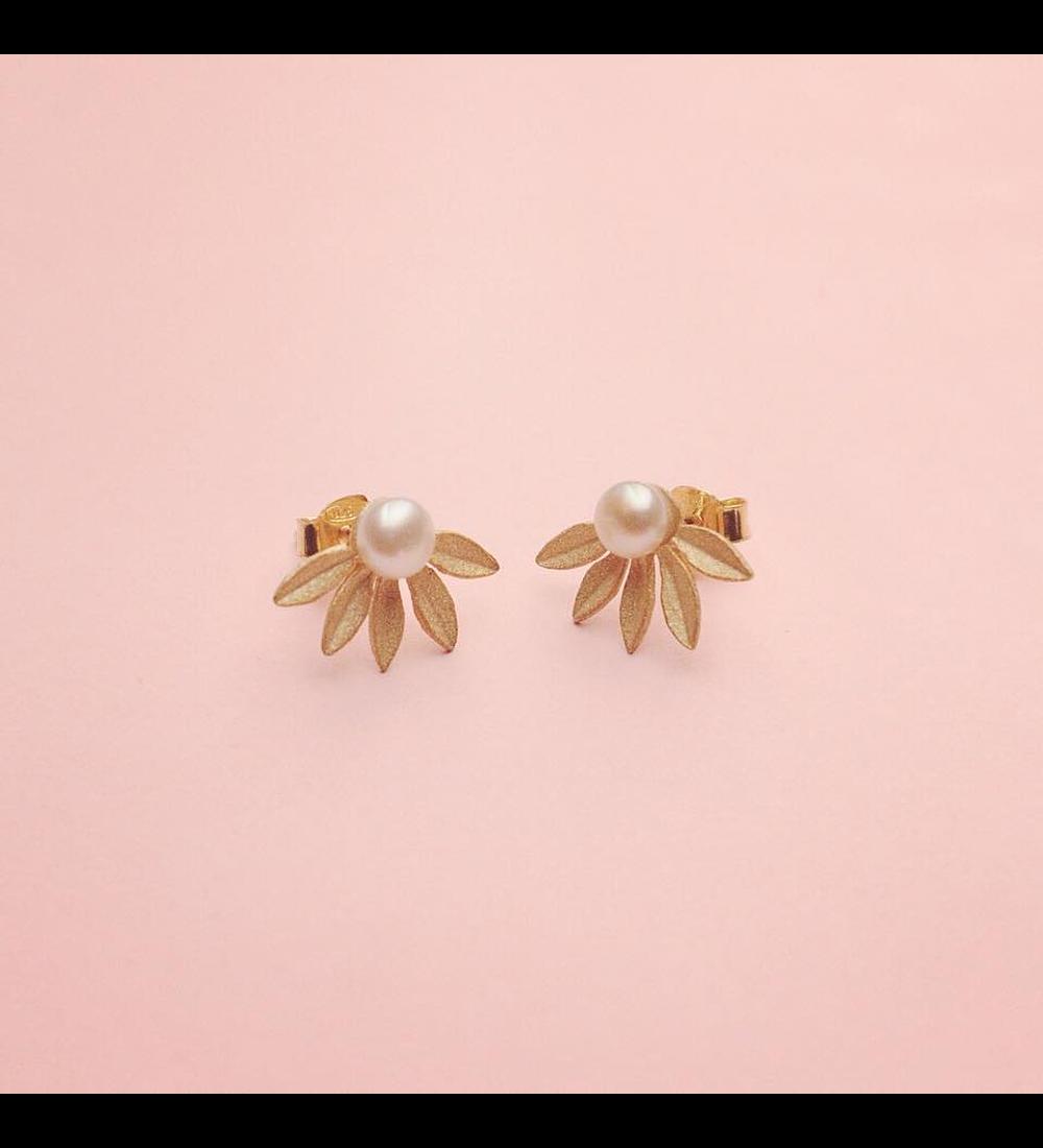 Earrings half flower