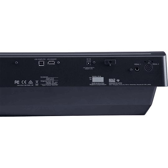 Piano digital Roland FP-30 con mueble, pedalera y sillín