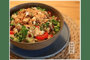 Salada de quinoa com petiscada