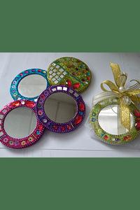 C17310 - Espelho redondo em cores sortidas decorado em prata