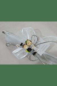 C17006 Caneta prata decorada com mini noivos