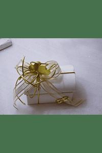 C15006 - Baú em cartão bege decorado em dourado e bege com corações