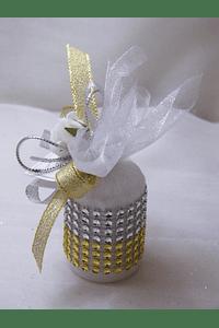 C15007 - Vela cilindrica em saco de tule decorada a dourado e prata com starss
