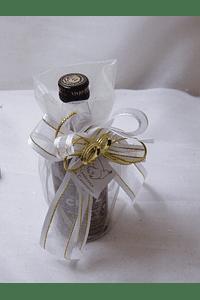 C15602 - Saco de organza com garrafa de vinho do porto decorada em branco e dourado