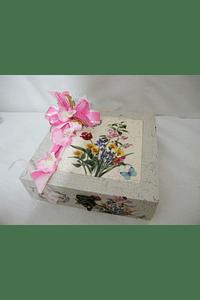 M15110 - Caixa bege em madeira com azulejo na tampa decorada a rosa