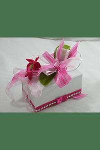 M15115 - Caixa branca, pequena, decorada em rosa com flor