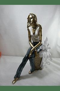 M15504 - Estatueta de Senhora em Resina Decorada