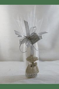 C15025 - Trouxa organza com vela quadrada decorada em prata com saco em resina