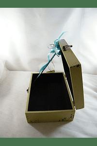 C6017 - Caixa madeira média com anjo decorada para transportar lembranças