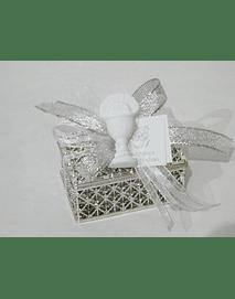 C19355 - Caixa prata decorada com ostensório