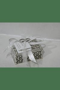 C19020  Caixa prata decorada com alianças