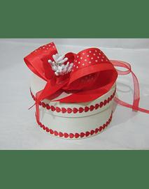 L2002 - Caixa cartão redonda beije decorada namorados