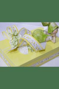 P20001 - caixa metal amarela retangular grande com duende