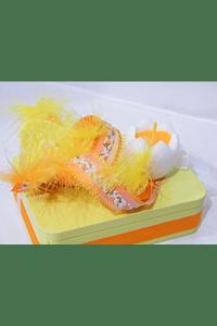 P20101 - caixa metal amarela retangular pequena decorada com vela ovo