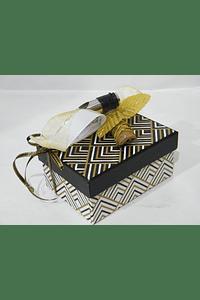 P20403 - Caixa retangular pequena decorada beije com rolha anti-gotas