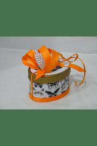 P20103 - Caixinha oval em cartão borboletas decorado