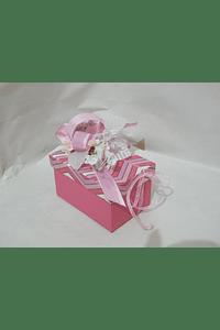 P20316 - Caixa cartão retangular decorada cor de rosa.