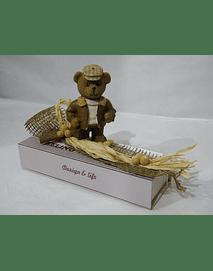 P20414 - Caixa em cartão comprida com fecho magnético, decorada com ursinho.