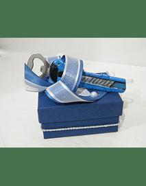 P20406 - Caixa em cartão azul, decorada com abre cápsulas ímen.